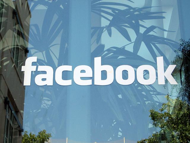 Aziende Denunciano Facebook