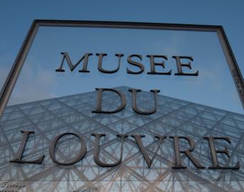 """Parigi spari al Louvre, attentatore ha gridato """"Allah Akhbar!"""": Polizia conferma matrice terroristica"""