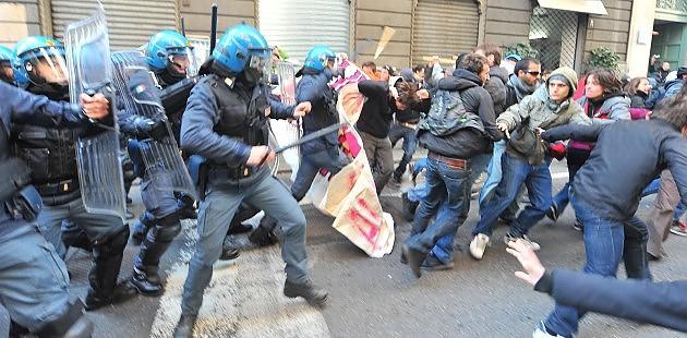 Antagonisti Livorno Cariche Polizia