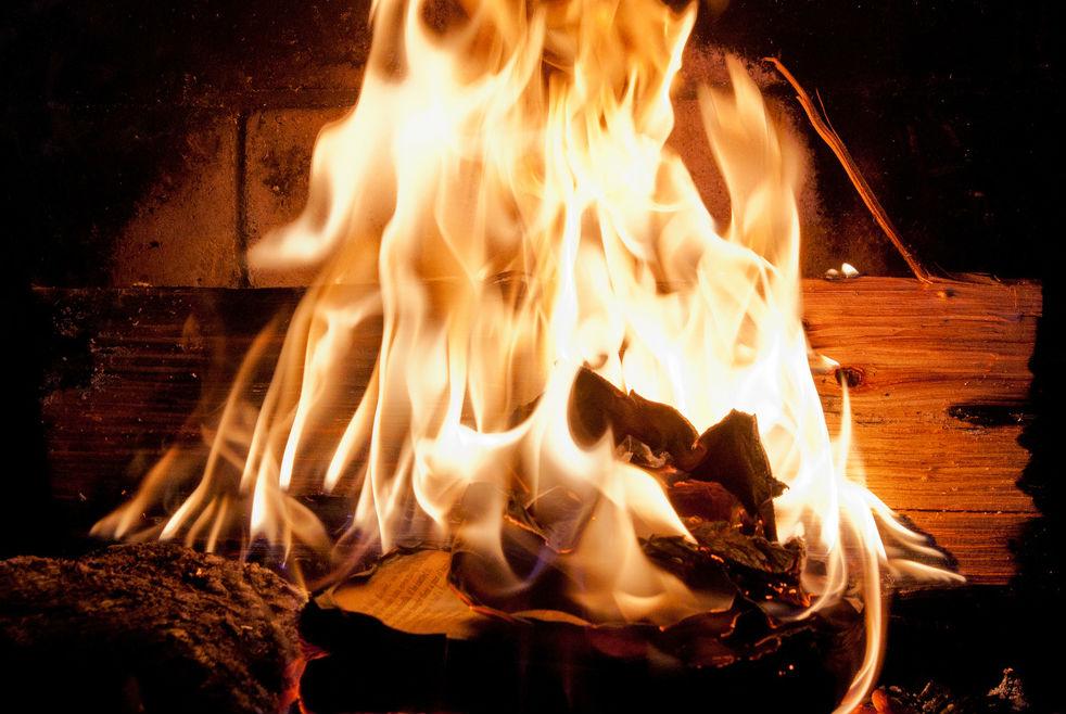 Corano Bruciato Folla Inferocita da fuoco ad un Uomo in Pakistan