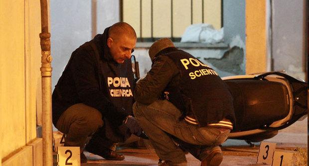 Polizia sul luogo del delitto