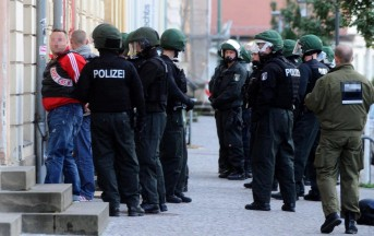 Berlino, attacco con acido fluoridrico in centro città