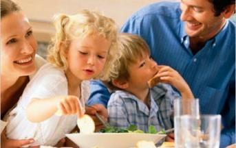I Bambini che mangiano in famiglia consumano più frutta e verdura