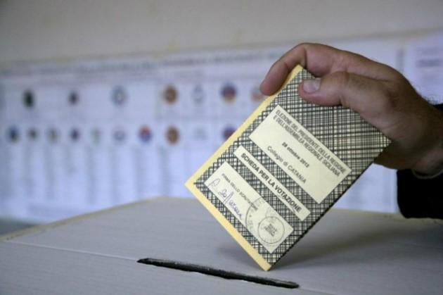 Elezioni avellino 2013 9 aspiranti a sindaco 22 liste for Lista politici italiani