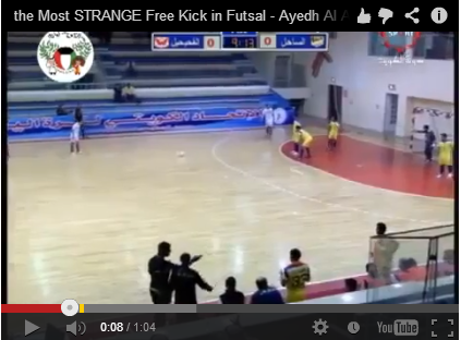 calcio di punizione strano