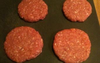 Hamburger di carne, cipolla e Worcester sauce: ricetta