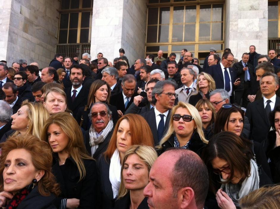 Parlamentari pdl al tribunale di milano video urbanpost for Parlamentari pdl