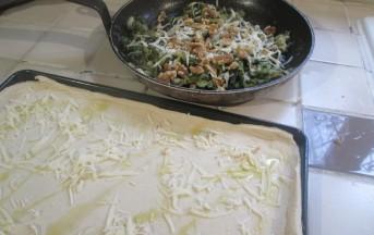Pizza di scarola con provola affumicata e noci: Foto