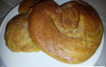 Ricetta Pretzel soffici con zucchero e cannella (Foto)