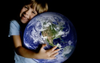 Earth Day 22 Aprile: moda eco-sostenibile in festa con Yoox