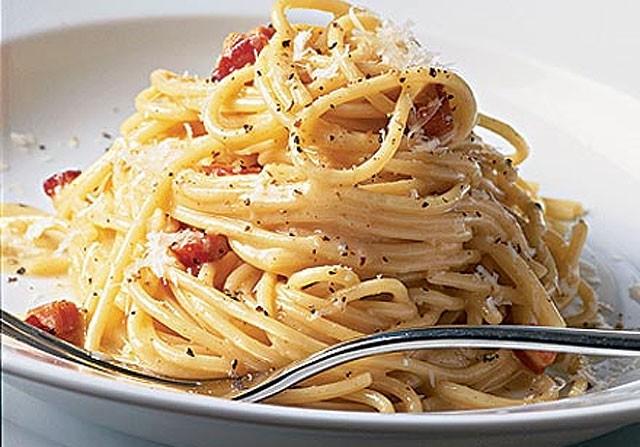 Spaghetti alla carbonara, ricetta originale romana: foto e ...