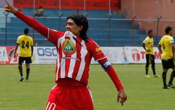 Quito: gol da centrocampo di Alex Colon (Video)