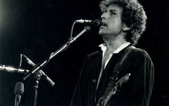"""Bob Dylan """"ribelle e drogato"""": no alla Legione d'Onore in Francia"""