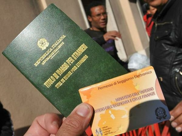 Ottenere il permesso di soggiorno in italia cosa fare e for Documenti per richiesta carta di soggiorno