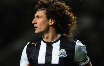 Newcastle-Pacos Ferreira: Coloccini prende per il collo un avversario (video)