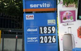 Benzina supera i 2 Euro al litro: è record
