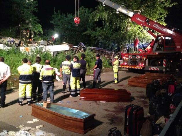 incidente pullman a16  monteforte irpino 28 luglio 2013