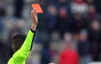Croydon: Blake si fraintende con l'arbitro, mostra le parti basse e viene espulso