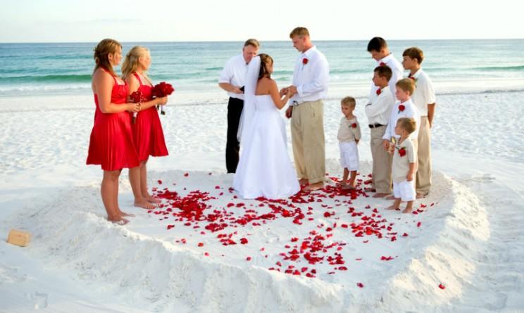 Matrimonio Sulla Spiaggia In Italia : Prima al comune e poi in spiaggia oppure in spiaggia ma cacciando