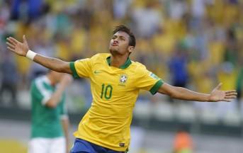 Neymar stende con il suo destro Mbola durante Zambia-Brasile (Video)