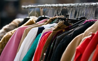 """Shopping compulsivo addio, torna la moda del """"fai da te"""" e del rammendo"""