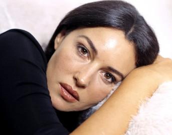 """Monica Bellucci gaffe: """"Mi è venuta la caponata sulla pelle"""", caduta di stile per la 'Divina'"""