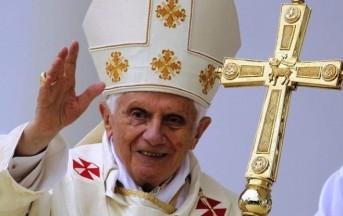 Milano, Ratzinger ritratto con il rossetto: è polemica per la locandina della discordia