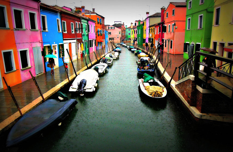 Venezia le incantevoli case colorate di burano urbanpost for Foto di ville colorate