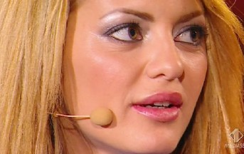 Pomeriggio 5 lite in diretta: Elena Morali contro Teresa Cilia e Karina Cascella (VIDEO)