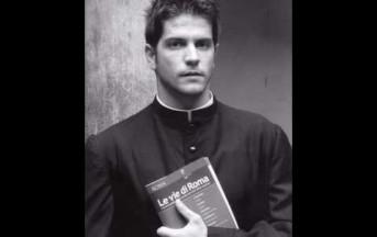 Il calendario dei preti più sensuali d'Italia: Papa Francesco li boccia (video)