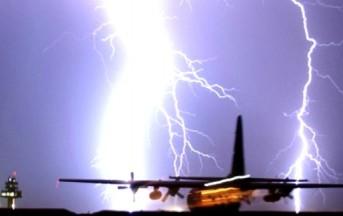 Genova, aereo in pista colpito da un fulmine: Odissea per i passeggeri