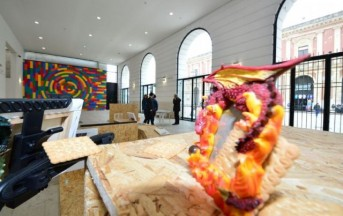 Bari, donna pulizie getta opere d'arte tra i rifiuti: pensava fossero spazzatura