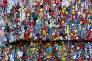 bottiglie plastica compattatore upcycling Roma