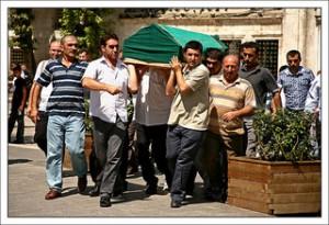 corteo funebre in strada