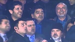Maradona esulta al raddoppio di Higuain contro la Roma (Video)
