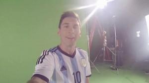 Strabiliante freestyle di Messi con una GoPro in testa (Video)