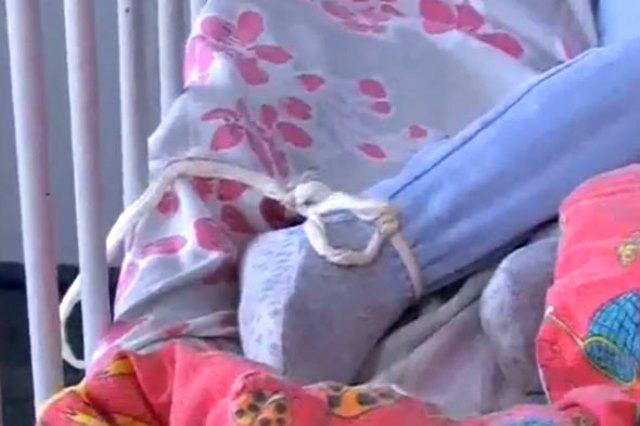 Lecco bimbo di 3 anni legato al letto e i genitori in - Letto per bimbo 3 anni ...