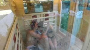 Chicca e Giovanni bacio in sauna