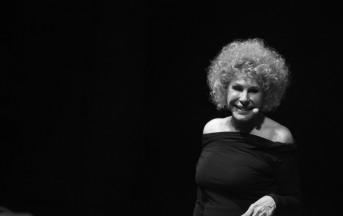 Un filo di trucco, un filo di tacco: Ornella Vanoni in concerto a Milano (foto)