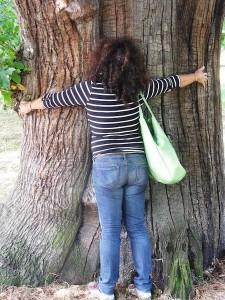 abbracciare alberi fa stare bene