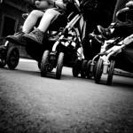 bambini sul passeggino