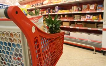 Le regole per una spesa migliore al supermercato: attenzione all'etichetta