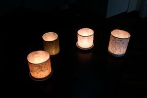 quattro lumini accessi in terra