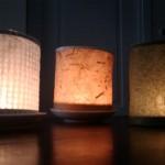 lumini carta accesi sul tavolo