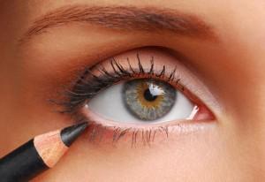 la matita nera è perfetta per gli occhi chiari