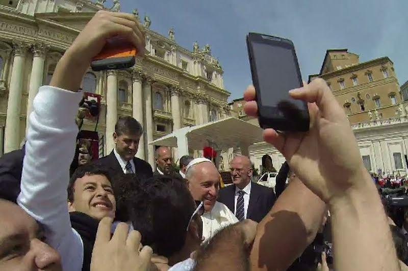 Dentro la Notizia parlerà della mania di Selfie in Vaticano