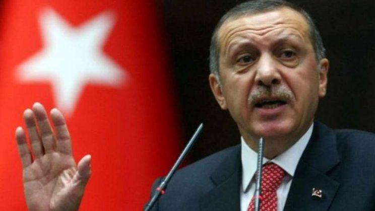 La Lira crolla e Unicredit va giù in borsa: cosa sta succedendo in Turchia