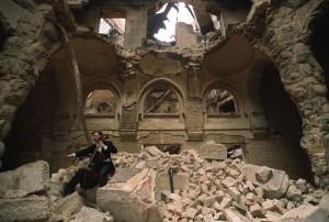 interno della biblioteca dopo la distruzione
