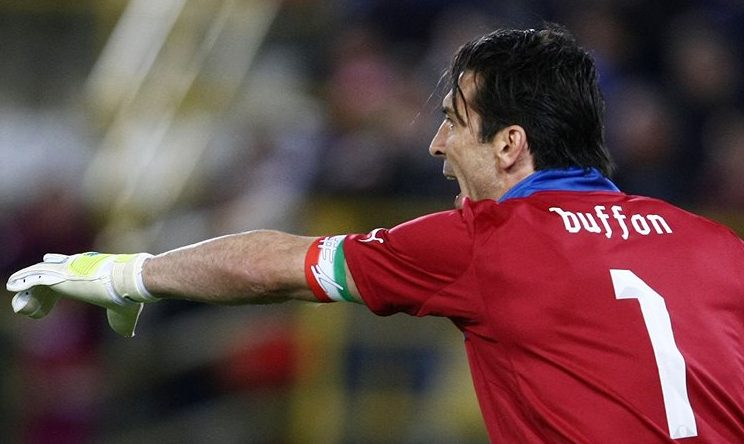 Immenso Buffon che applaude la Marsigliese e zittisce gli idioti