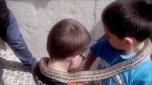 Cocullo bambini con serpente